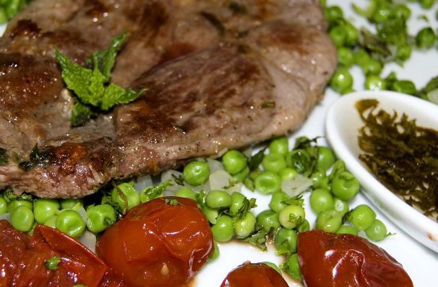 Tranches de gigot sauce à la menthe - Photo par malikele