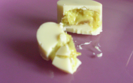 Chocolats blancs, ganache curry, banane et rhum - Photo par miss o
