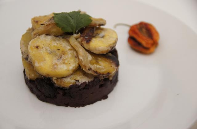 Boudin noir, banane plantain au lait de coco - Photo par jessybE