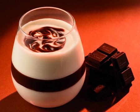 Onctueux fromage blanc et coulis de chocolat - Photo par Lindt