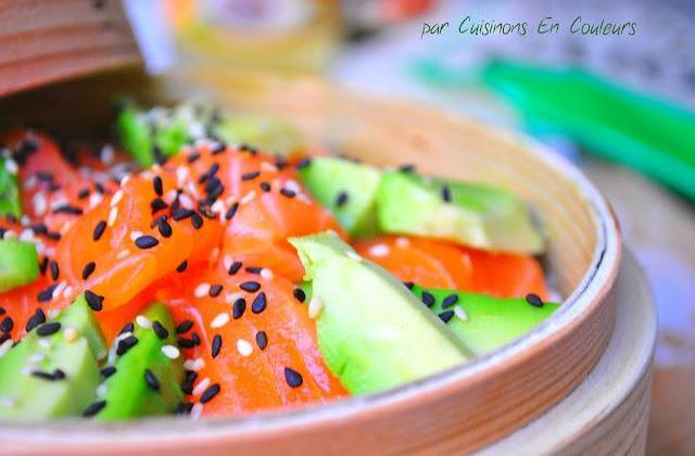 Chirashizushi, la version simplifiée au Saumon de Norvège et à l'avocat - Photo par CuisinonsEnCouleurs