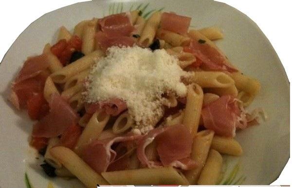 Salade de Pennes, tomates fraîches et parmesan - Photo par Membre_495266