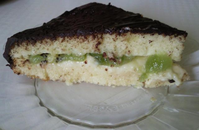 Gâteau au yaourt, kiwi crème pâtissière et glaçage chocolat - Photo par petite-ourse