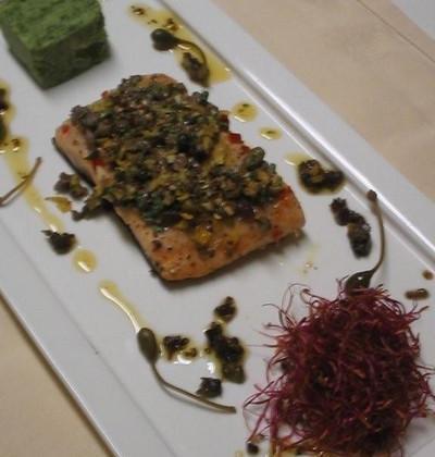 Saumon grillé à l'Italienne, Purée de Cresson et Salade de Blé courte, Germes de Betteraves et Câprons - Photo par markvanvre