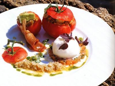 Tomate grappe tiède à la cévriche de thon - Photo par victor0