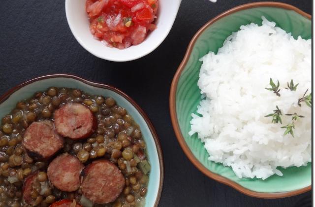 Lentilles saucisses à la Créole - Photo par Nellynelly