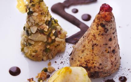 Poulet farci au foie gras, son confit, polenta et racines... - Photo par gwenSC