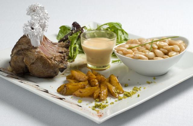 Haricots Tarbais et carré d'agneau des Pyrénées accompagné d'un velouté de potiron - Photo par Haricot Tarbais Tradition