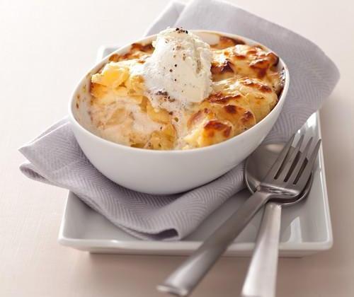 Gratin de pomme de terre à la dauphinoise au fromage à la Crème Elle & Vire, Ail et Fines herbes - Photo par Quiveutdufromage.com