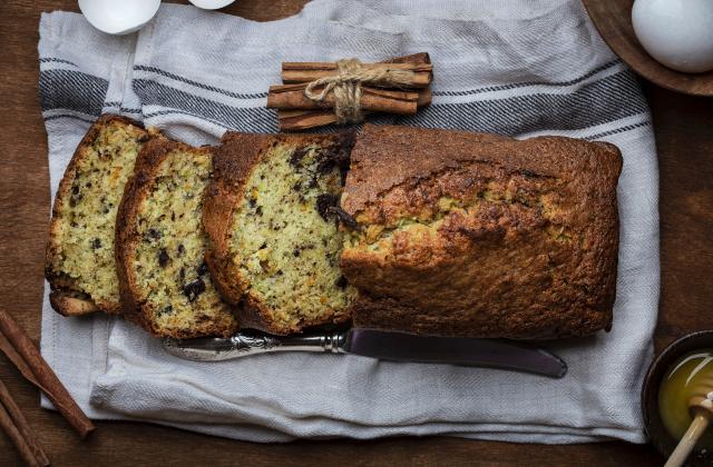 Cake aux amandes, pépites de chocolat à la farine semi-complète - Photo par 750g