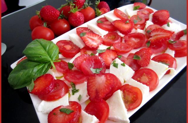 Salade de tomates et de fraises - Photo par Cissou34