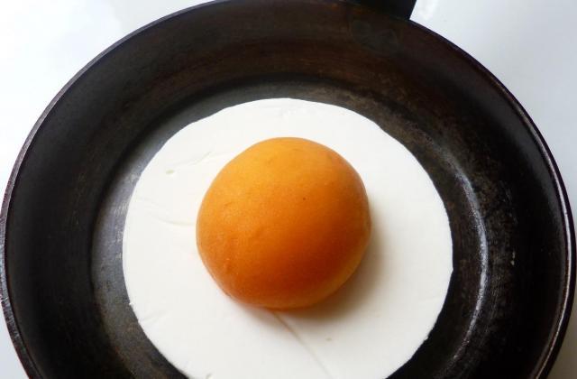 L'œuf au plat en trompe-l'œil - Photo par macaron41