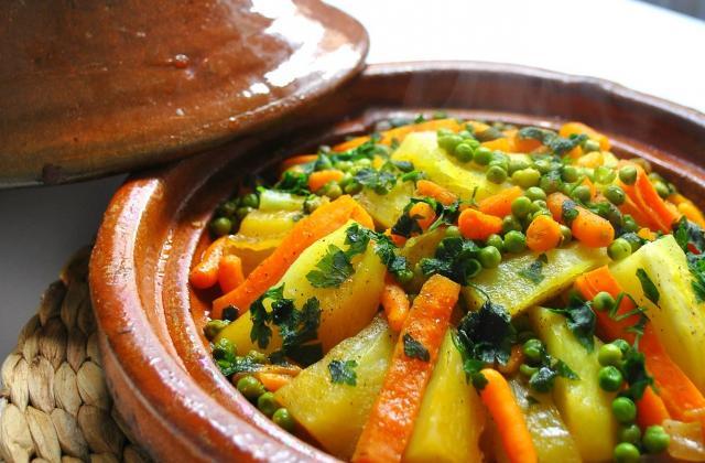 Tajine de carottes, petits pois et pommes de terre - Photo par CuisinonsEnCouleurs