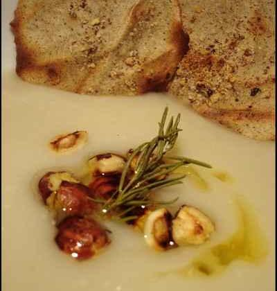 Crème de topinambours au romarin, noisettes et tuile au sarrasin - Photo par cbonca