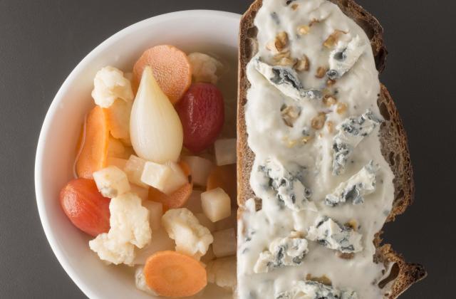 Légumes racines acidulés, tartine de béchamel Saint-Agur et noix - Photo par Saint-Agur