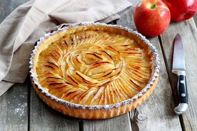Comment pr parer une d licieuse tarte aux pommes 8 photos - Comment couper des pommes pour une tarte ...