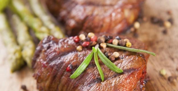 Diaporama les 10 r gles d 39 or pour faire cuire un r ti de boeuf on retire les bandes de lard - Cuisiner un roti de boeuf au four ...