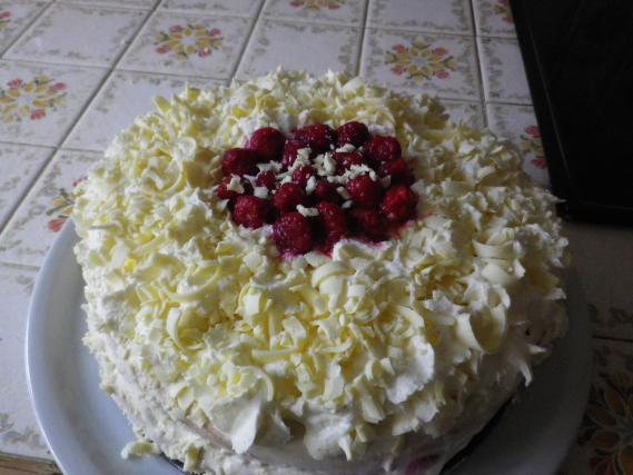 Gâteau aux framboises et chocolat blanc