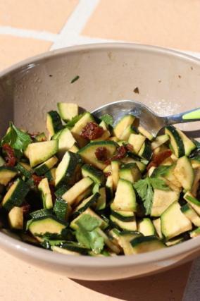 recette salade de courgettes crues rapide 750g. Black Bedroom Furniture Sets. Home Design Ideas