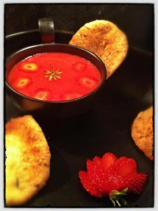 recette soupe de gariguette au vinaigre balsamique blanc sa tuile aux amandes de provence. Black Bedroom Furniture Sets. Home Design Ideas